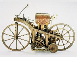pervyj-motocikl